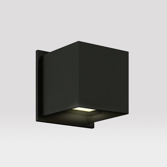 Cube Split est une applique murale extérieure qui vous permet de contrôler le faisceau lumineux du haut indépendamment de celui du bas de 0 à 92°.
