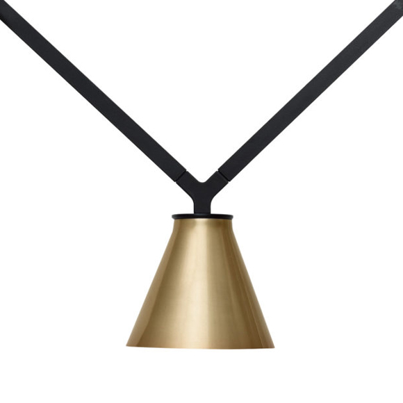 Dabliu est une suspension légère équipée de trois points lumineux disponibles en version spot, version cône et en version avec globe opalin.
