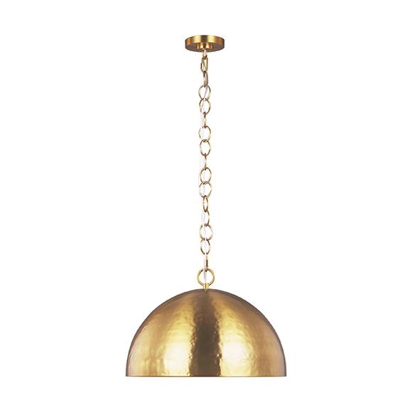 Whare luminaire suspendu met en valeur le savoir faire artisanal, avec son abat-jour forgée à la main et sa surface martelée